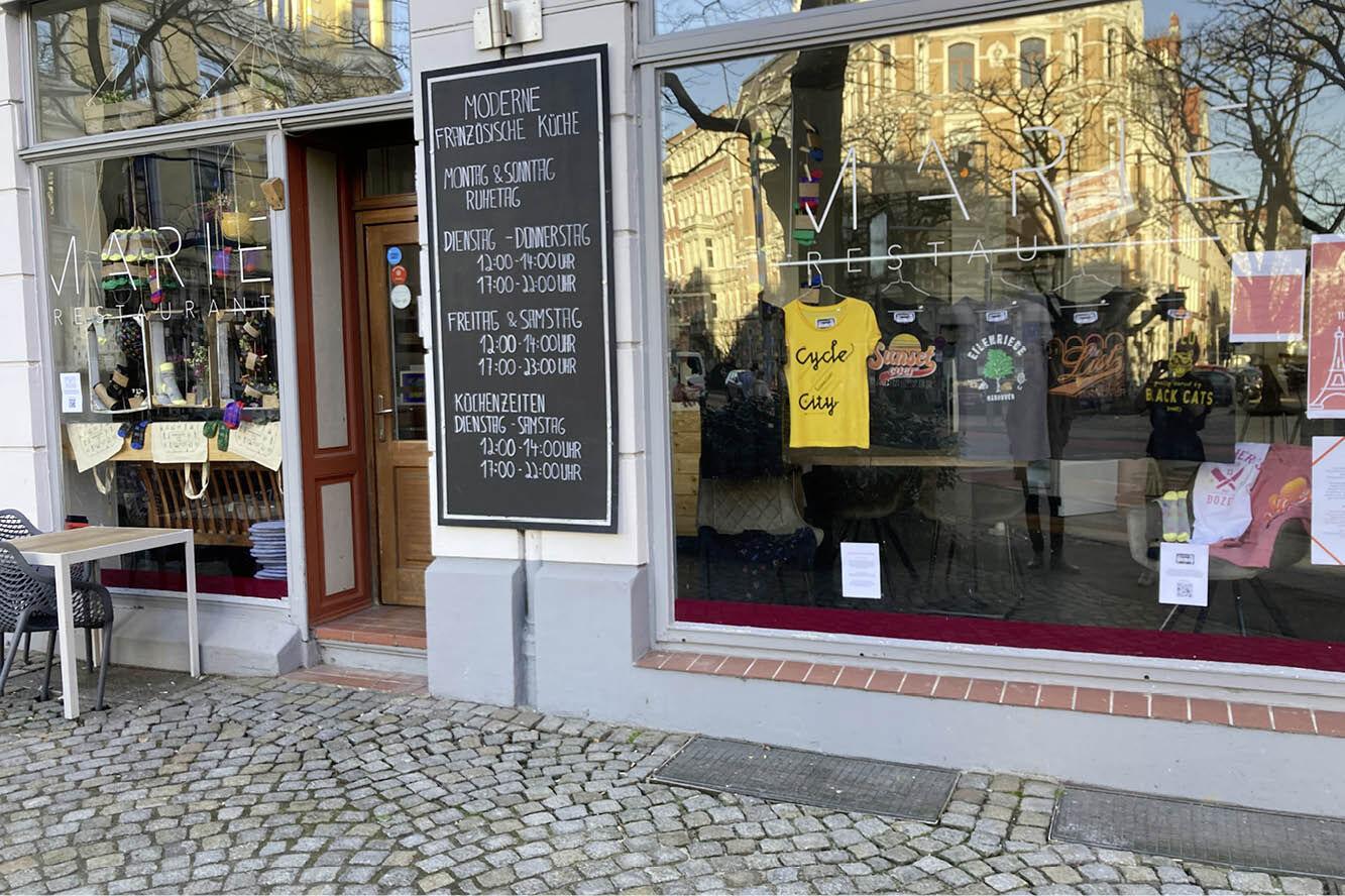 """Featured image for """"Regionale Mode macht dunkle Schaufenster zum SHOW-FENSTER"""""""