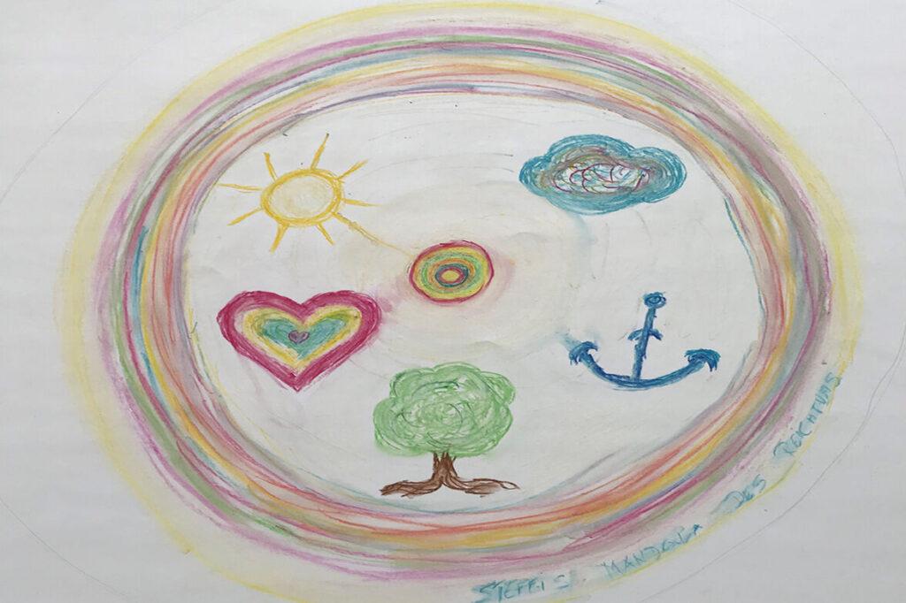 Stephanie Schmiedholds Mandala soll Dinge symbolisieren, die ihr wichtig sind. Sie hat ein Herz, eine Wolke, einen Baum und einen Anker gemalt.
