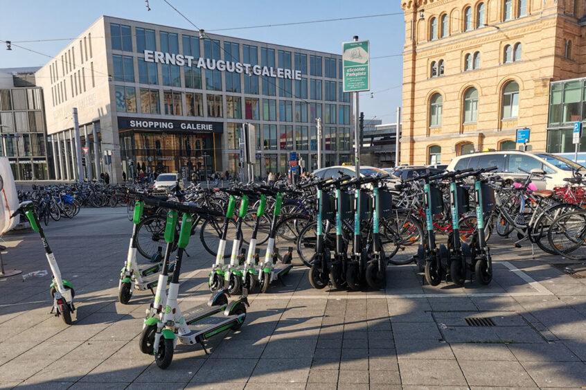 E-Scooter am Hauptbahnhof Hannover.